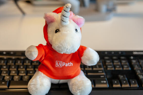 UiPath Logo unicorn award